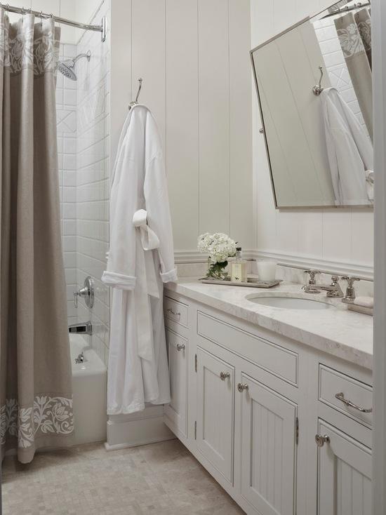 "Photo credit <a href=""https://www.houzz.com/photos/3190977/Beach-Style-Bathroom-beach-style-bathroom-other"" rel=""nofollow"">Houzz.com</a>."